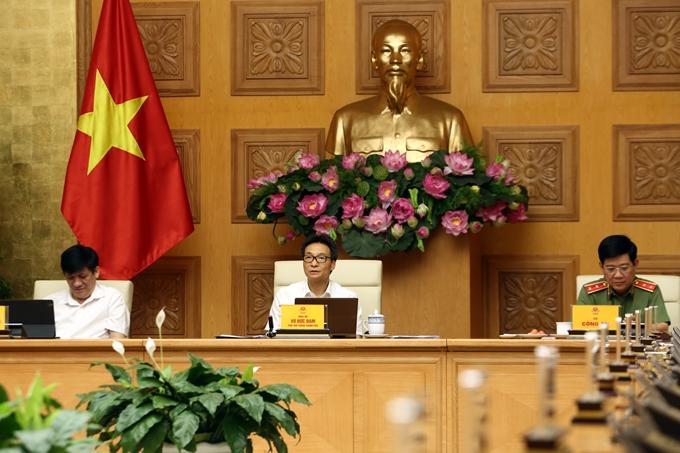 Phó Thủ tướng Vũ Đức Đam chủ trì cuộc họp. (Ảnh: Đình Nam)