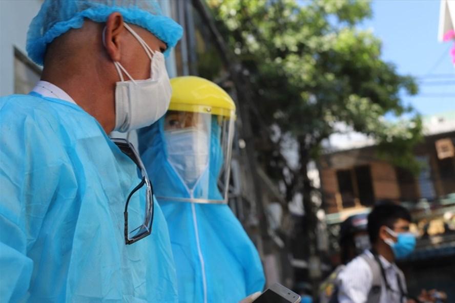 Cán bộ y tế tham gia phòng chống dịch COVID-19 ở Đà Nẵng. Ảnh: Hữu Long