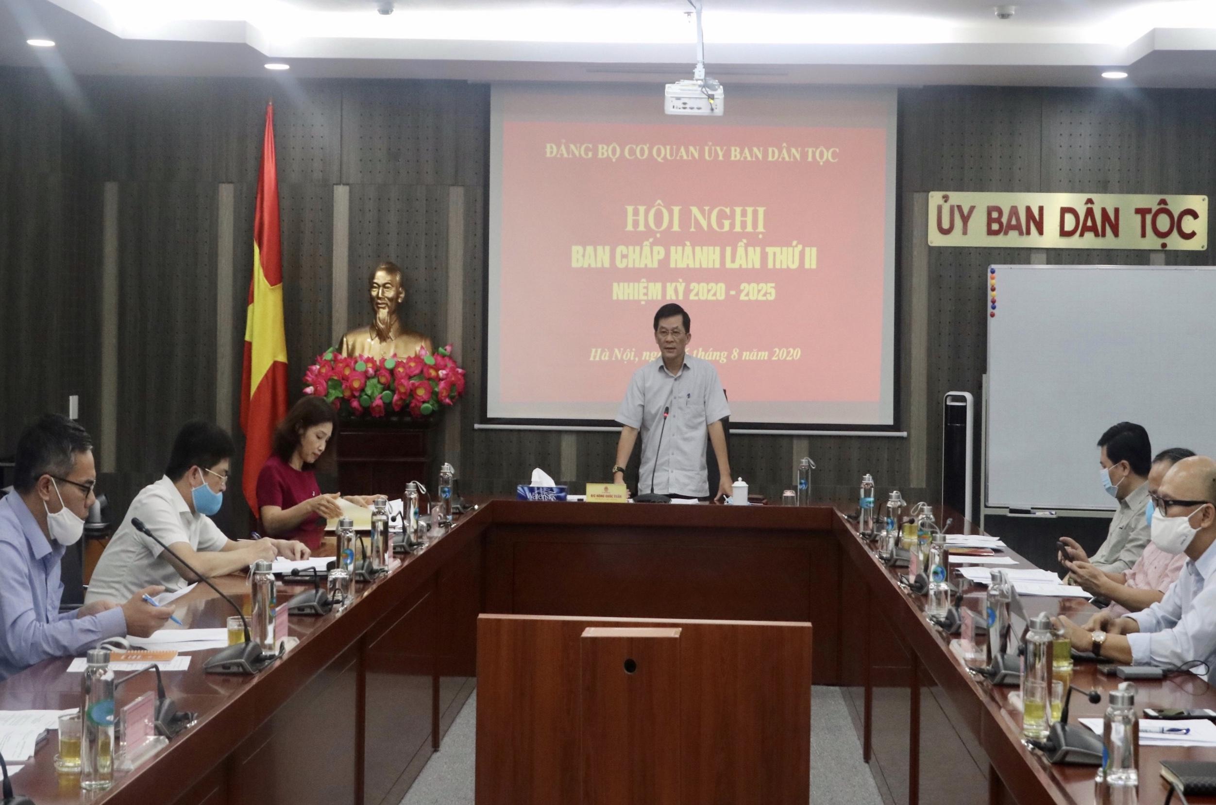Bí thư Đảng ủy, Thứ trưởng, Phó Chủ nhiệm UBDT Nông Quốc Tuấn chủ trì Hội nghị.