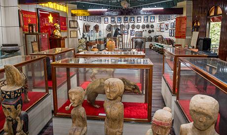 Bên trong Nhà rông văn hóa huyện Sa Thầy. Ảnh: ĐT