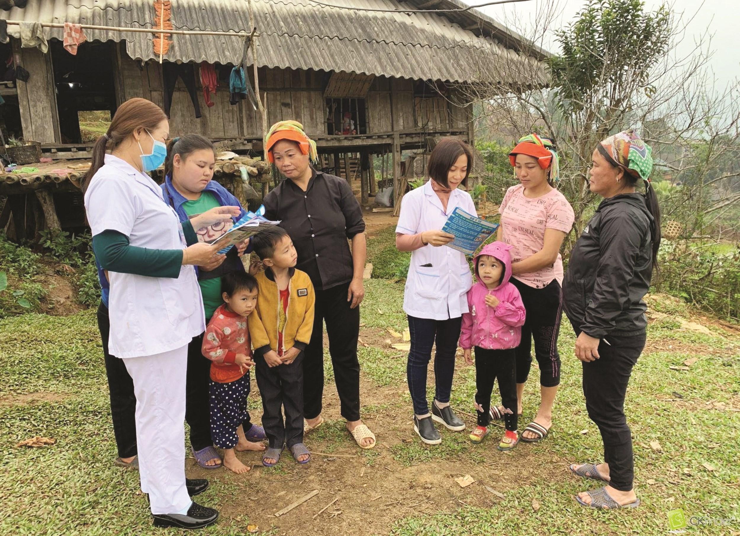 Đội ngũ Y tế thôn bản được xem là cánh tay nối dài của ngành y tế trong công tác chăm sóc sức khỏe cộng đồng.