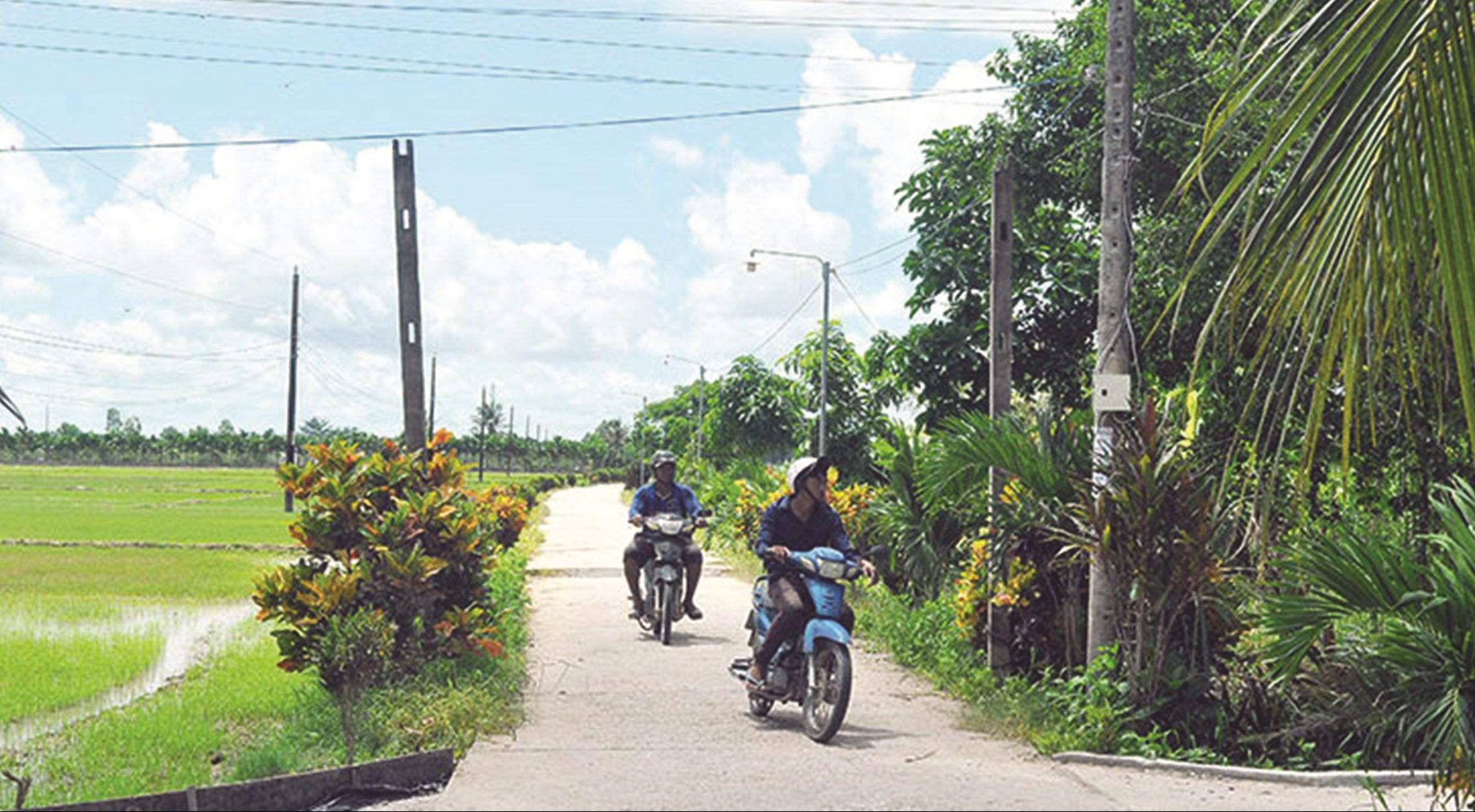 Đường giao thông thuộc diện đầu tư Chương trình 135 ở xã Long Phú.