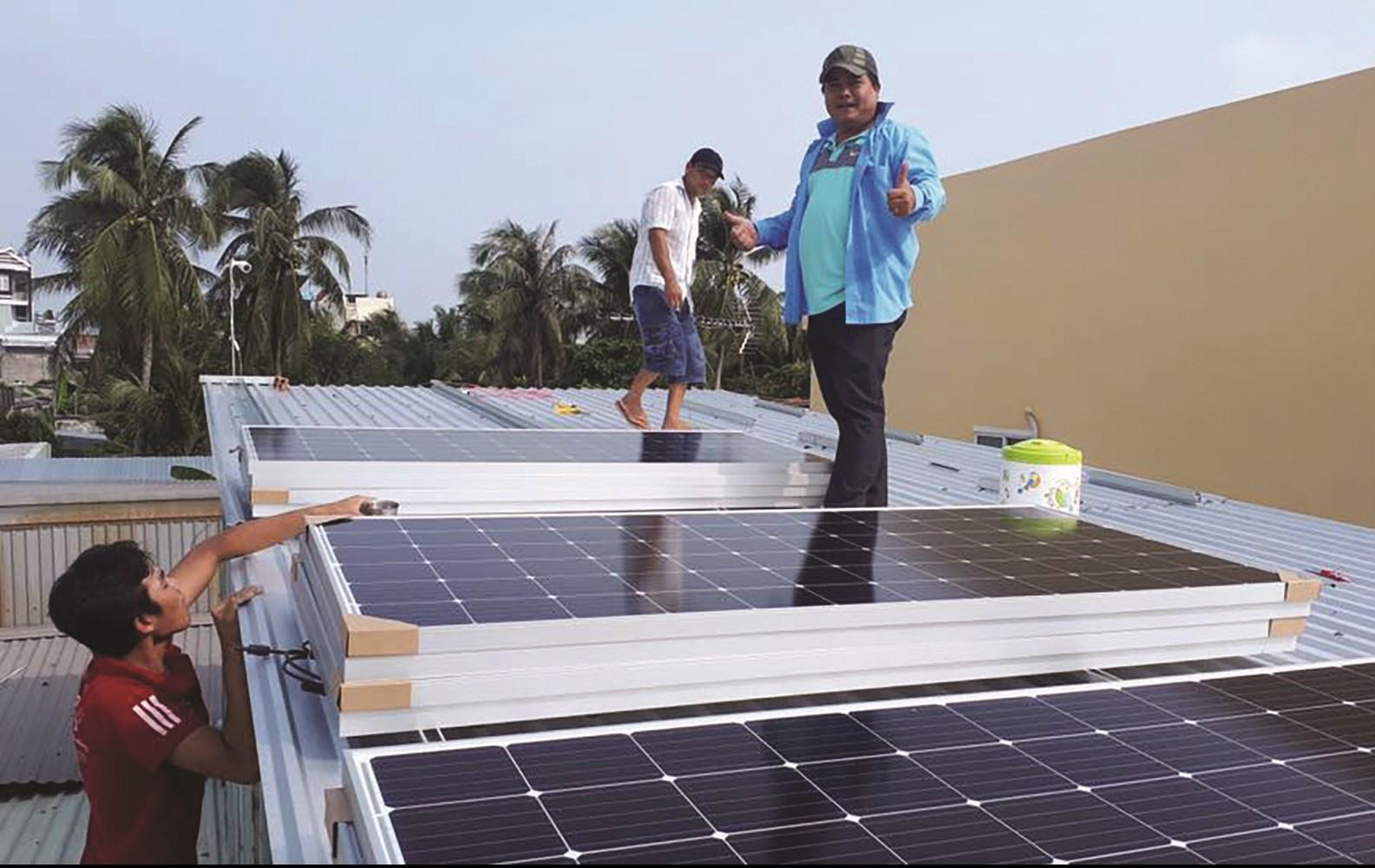Lắp đặt điện năng lượng mặt trời tại Bạc Liêu. Ảnh TL