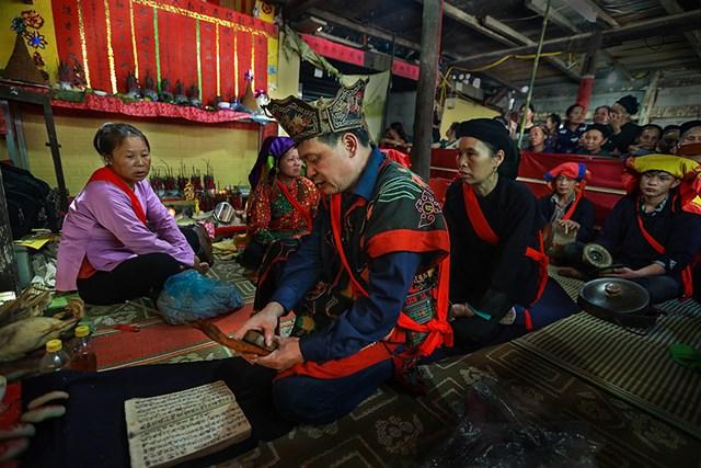 Trong lễ cấp sắc then thường có 2 bộ phận cùng tham dự là thầy tào và thầy then, bụt cùng thực hiện.
