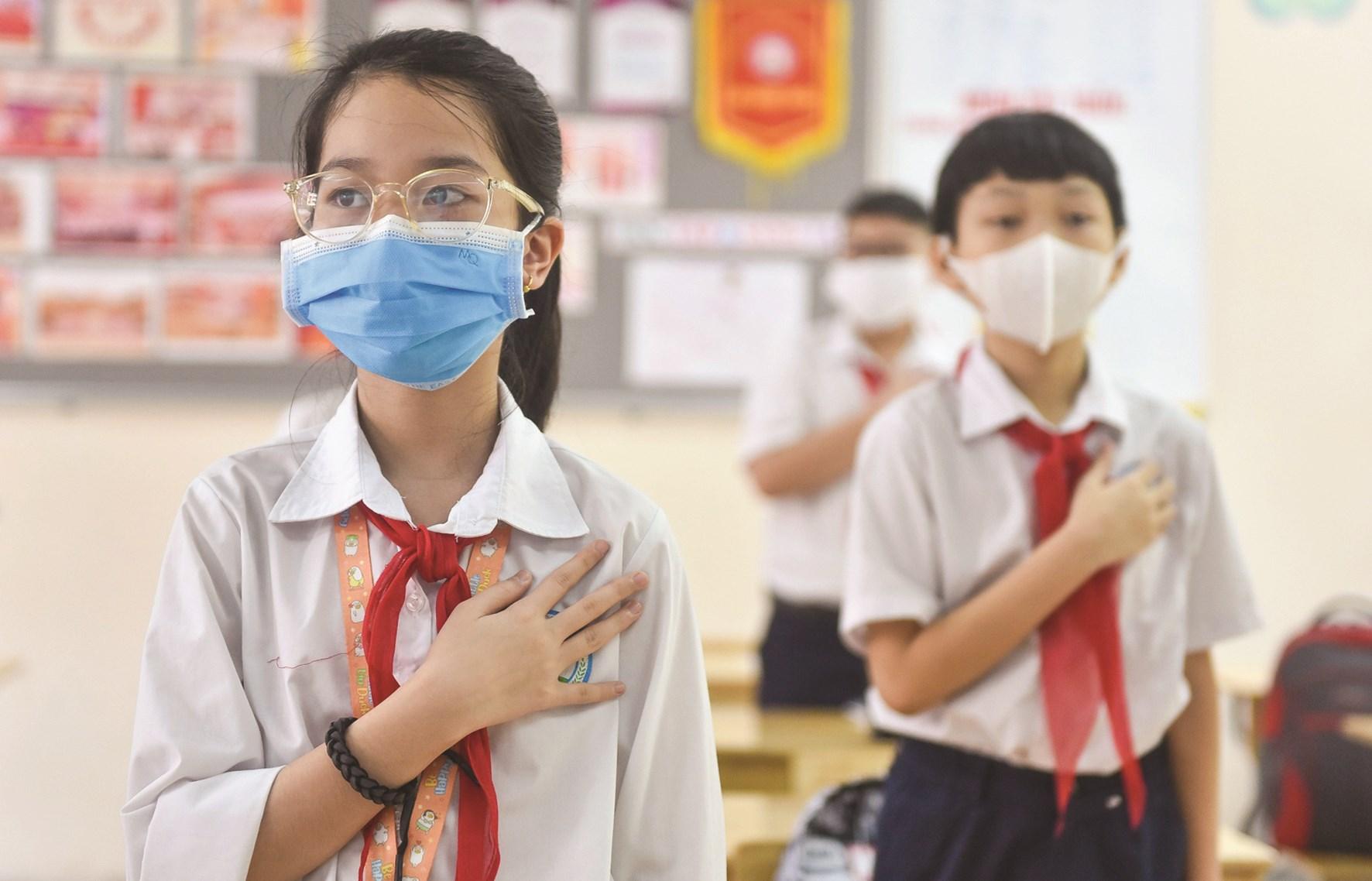 Các em học sinh chuẩn bị tinh thần để bước vào năm học mới trong điều kiện dịch Covid-19 vẫn còn phức tạp