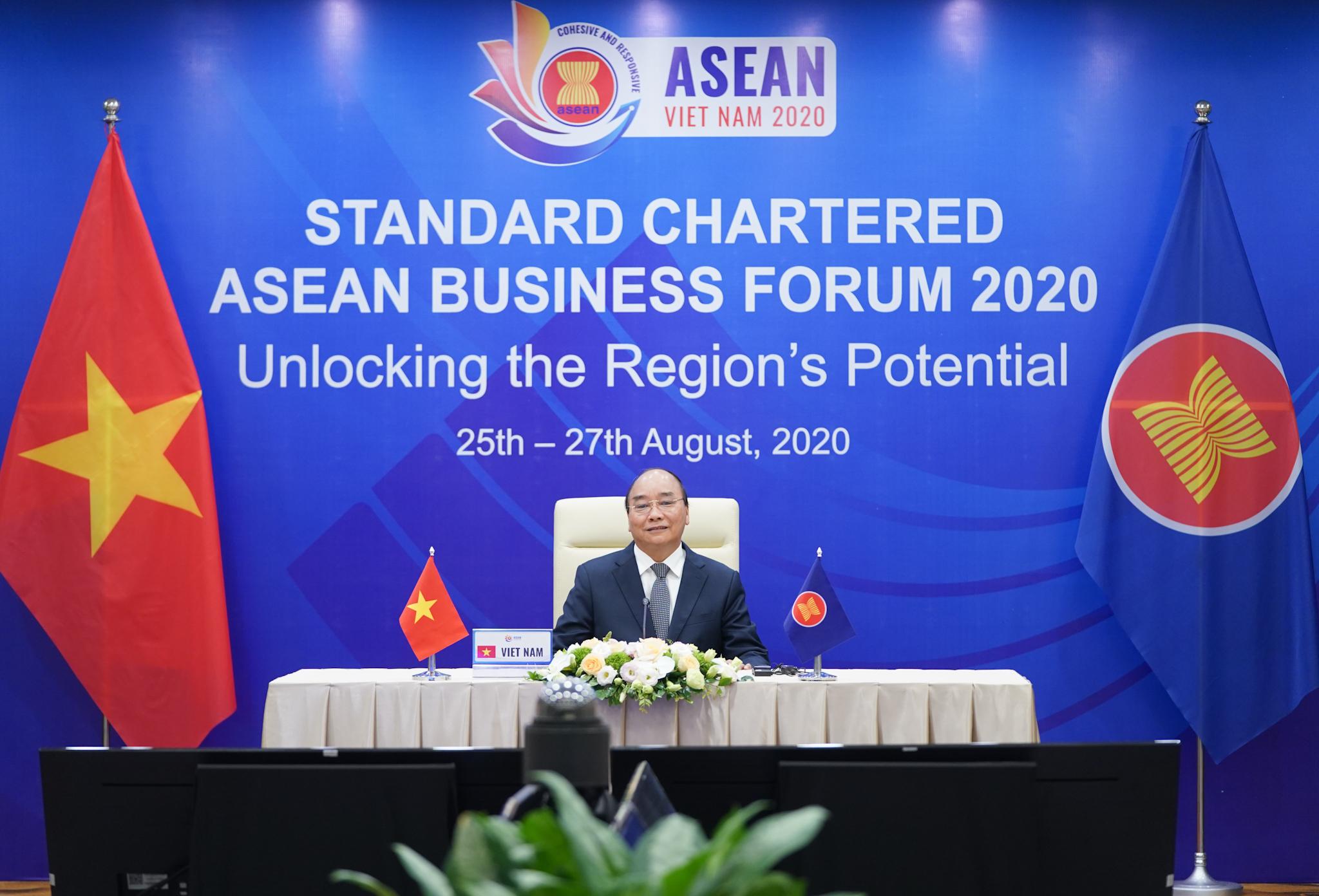 Thủ tướng Nguyễn Xuân Phúc phát biểu khai mạc tại Diễn đàn Kinh doanh ASEAN 2020 - Ảnh: VGP/Quang Hiếu