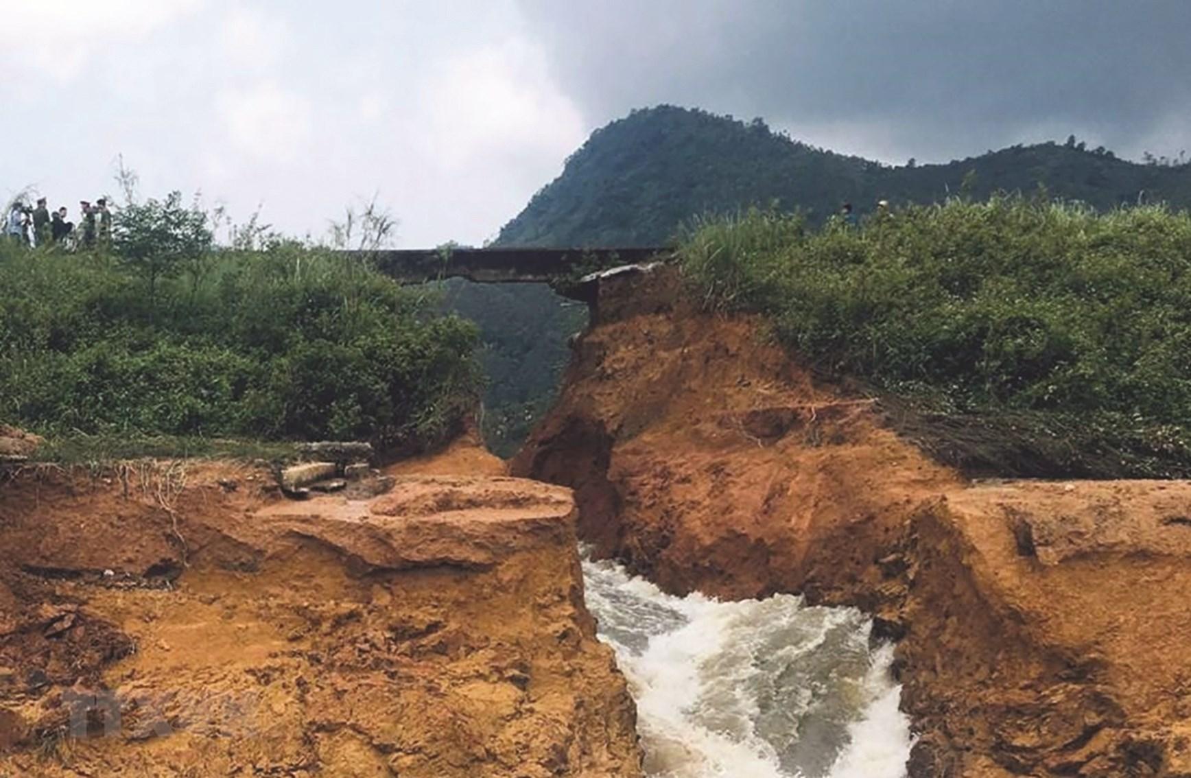 Mưa lớn gây vỡ đập Đầm Thìn ở Phú Thọ vào cuối tháng 5/2018