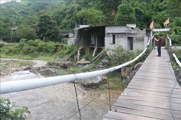 Một căn nhà bị sạt lở tại bản Mường Phú, xã Thông Thụ (Quế Phong, Nghệ An). Ảnh: Nguyễn Oanh - TTXVN