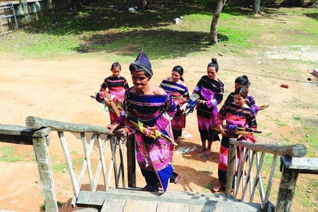 Câu lạc bộ dệt thổ cẩm của phụ nữ Bahnar ở làng Pơ Nang, xã Tú An, thị xã An Khê (Gia Lai). Ảnh: Ngọc Điệp