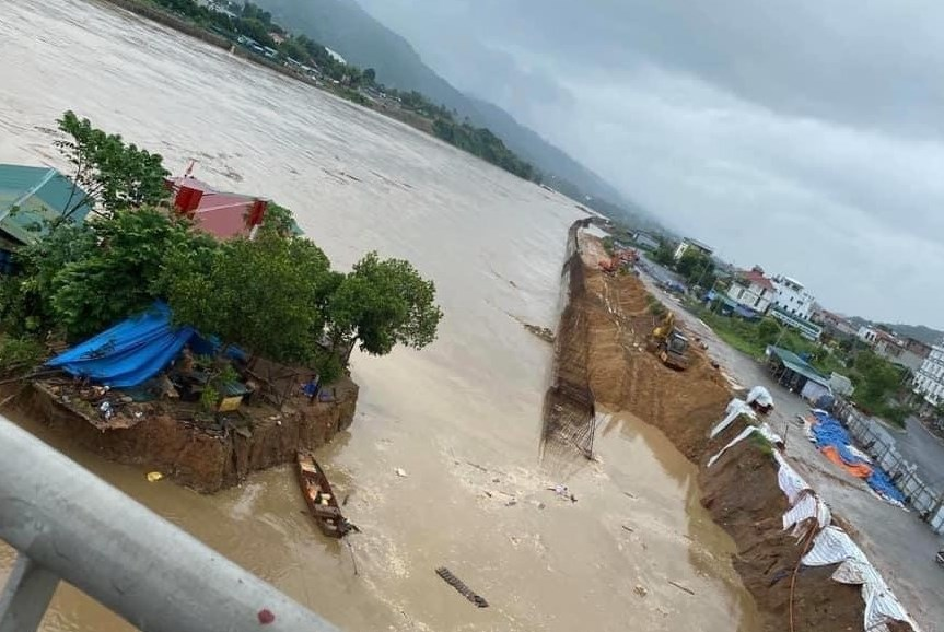 Mưa lũ khiến sông, suối trên đại bàn Lào Cai dâng cao gây thiệt hại về người và hoa màu