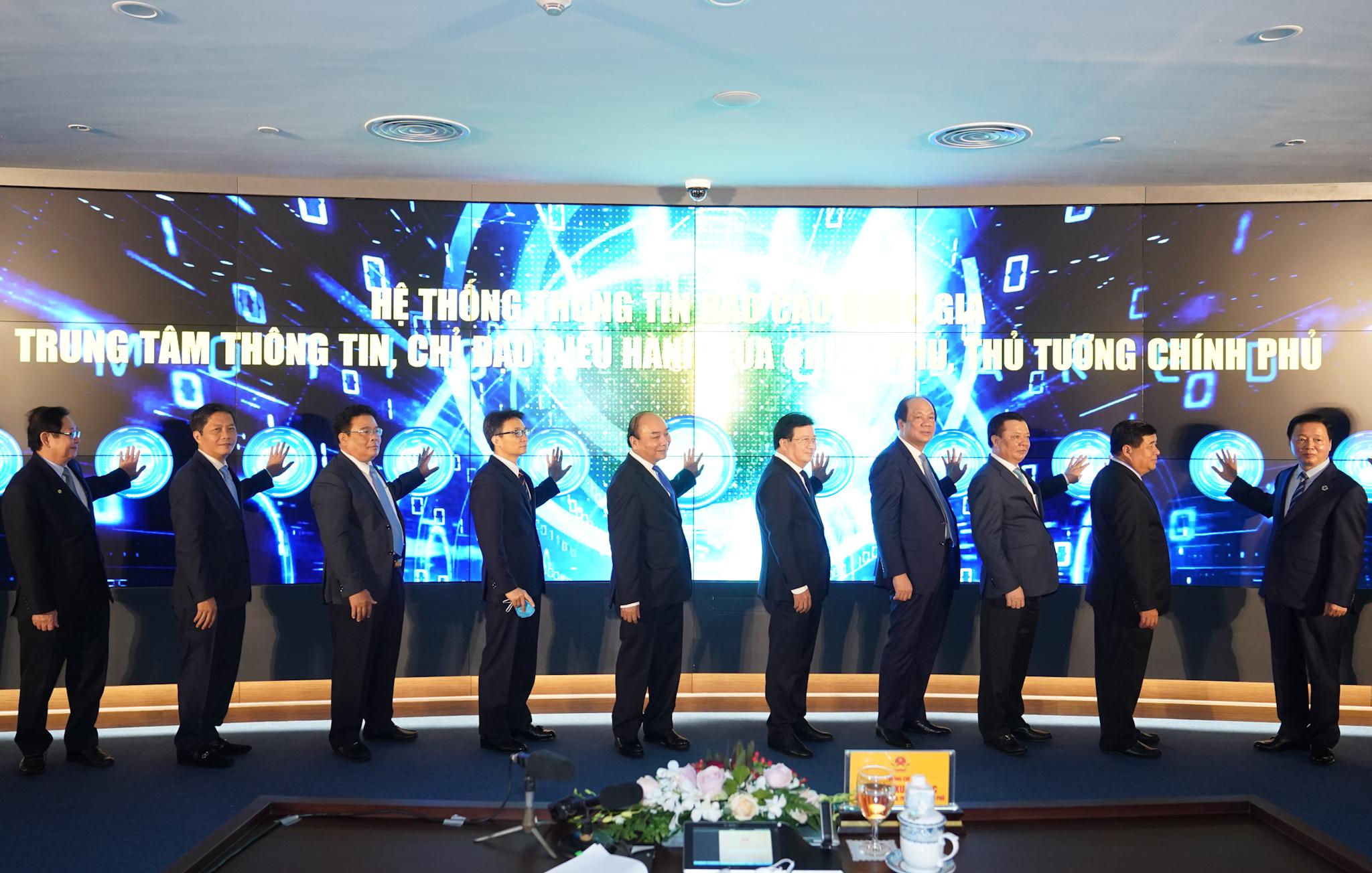 Nghi thức khai trương Hệ thống thông tin báo cáo quốc gia, Trung tâm Thông tin, chỉ đạo điều hành của Chính phủ, Thủ tướng Chính phủ - Ảnh: VGP/Quang Hiếu