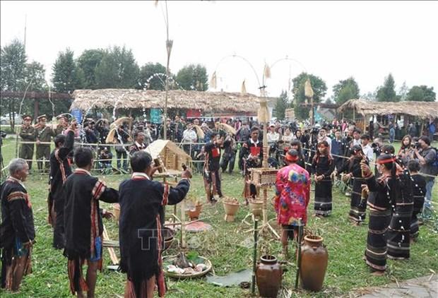Lễ cúng cầu mưa của người Ê Đê ở huyện Krông Bông. Ảnh: TTXVN
