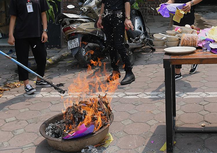 Từ lâu, Giáo hội Phật giáo Việt Nam đã đề nghị các Phật tử và bà con loại bỏ tục đốt vàng mã