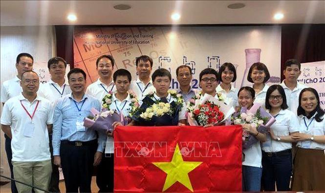 Cả 4/4 thí sinh dự thi Olympic Hóa học quốc tế năm 2020 của Đội tuyển quốc gia Việt Nam đều đoạt Huy chương Vàng. Kết quả chung của toàn Đội tuyển Việt Nam xếp thứ hai, sau Hoa Kỳ. Ảnh: TTXVN phát.