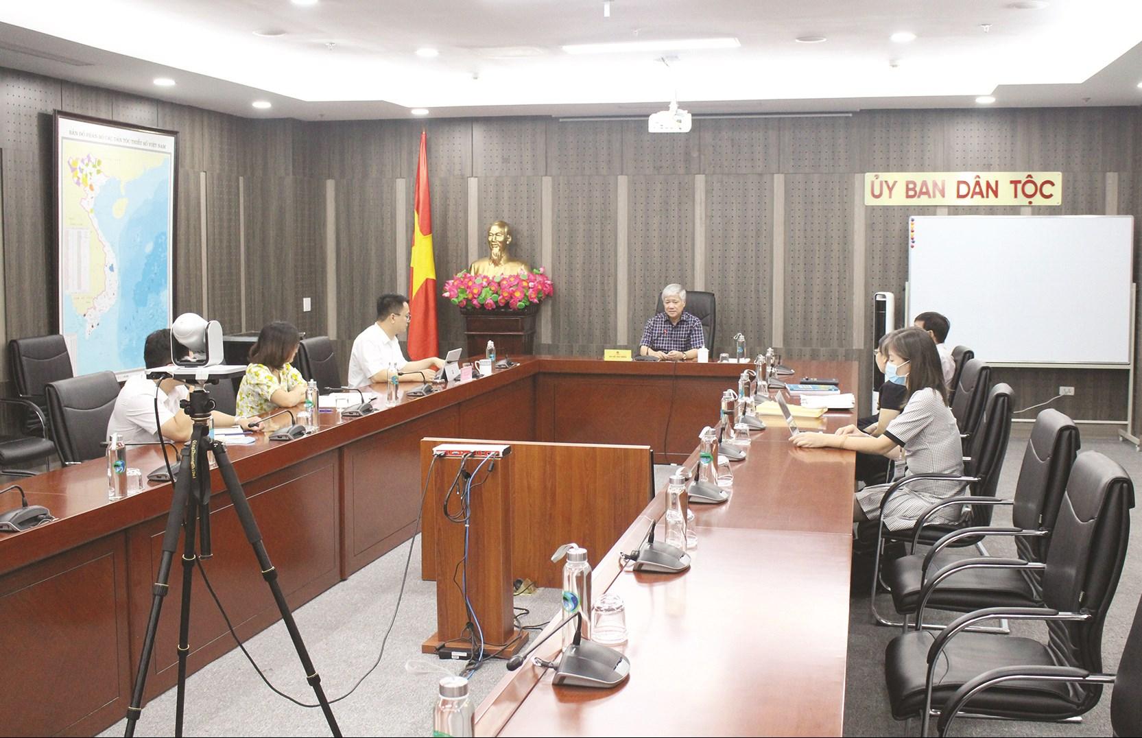 Bộ trưởng, Chủ nhiệm Đỗ Văn Chiến chủ trì buổi làm việc