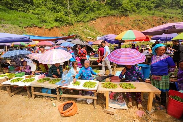 Đặc biệt đây là phiên chợ không thể thiếu đối với đồng bào các dân tộc thiểu số tại vùng huyện Si Ma Cai, Lào Cai. (Ảnh: Minh Sơn/Vietnam+).