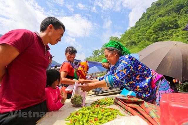Cán Cấu là phiên chợ họp thường niên của người Mông Hoa, người Giáy, người Dao,... (Ảnh: Minh Sơn/Vietnam+).
