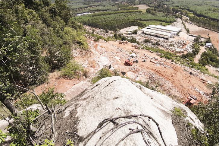 Việc khai thác đá đã có dấu hiệu xâm hại đến di tích lịch sử Căn cứ cách mạng An Trường