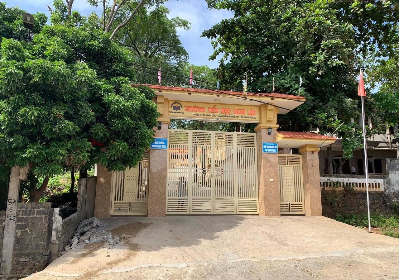 Sập tường trước cổng Trường Tiểu học Nam Lộc, huyện Nam Đàn, Nghệ An khiến 1 học sinh tử vong