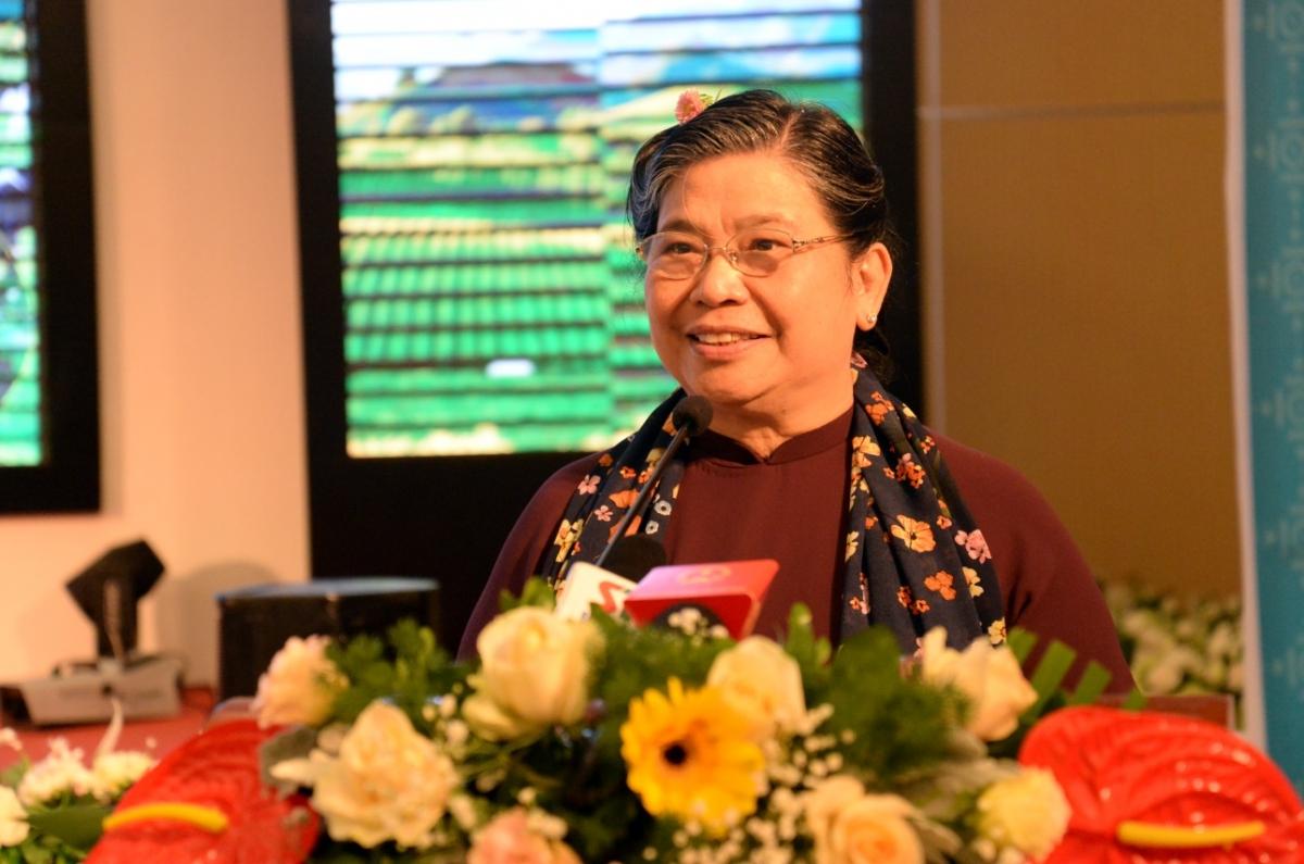 Ủy viên Bộ Chính trị, Phó Chủ tịch Quốc hội Tòng Thị Phóng phát biểu tại Hội thảo