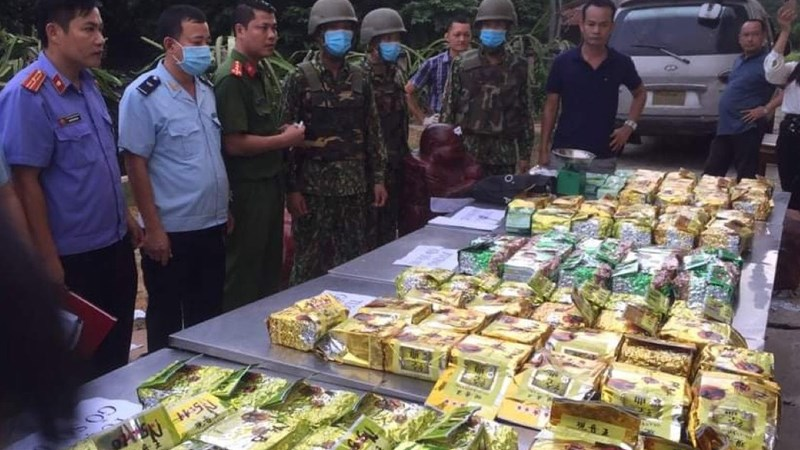Lực lượng chức năng kiểm đếm số lượng ma túy
