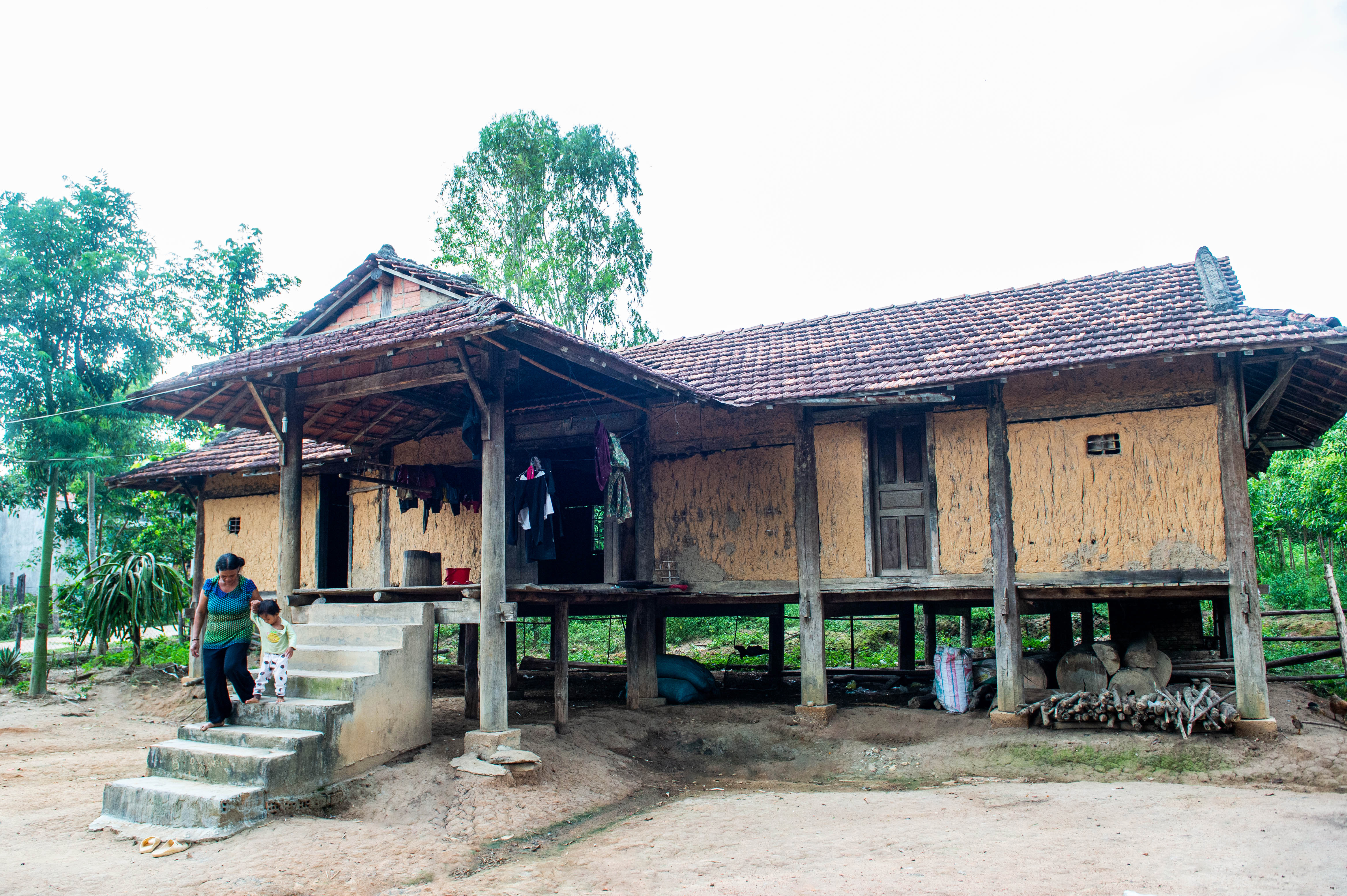 Ngôi nhà sàn của gia đình bà Y Chép được xây dựng hơn 26 năm trước. Ảnh: Đ.T