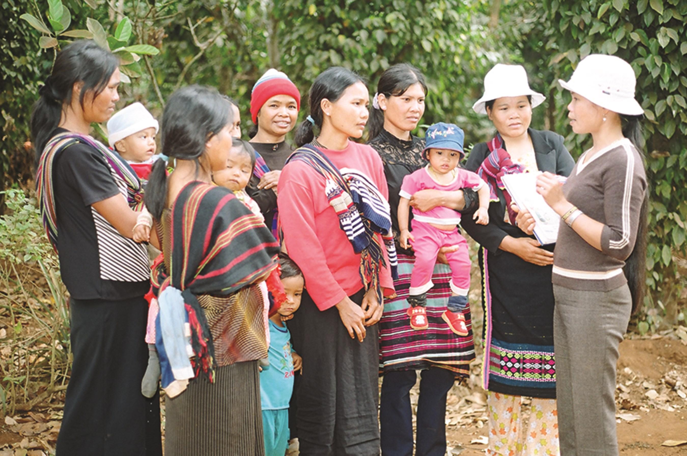 Phụ nữ DTTS cần được tuyên truyền nhiều hơn, hiệu quả hơn về phòng, chống bạo lực gia đình. (Ảnh Thanh Nhật)