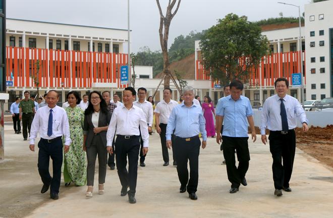 Bộ trưởng, Chủ nhiệm Ủy ban Dân tộc Đỗ Văn Chiến và đoàn công tác đến thăm Trường Phổ thông Dân tộc nội trú THPT tỉnh Yên Bái.