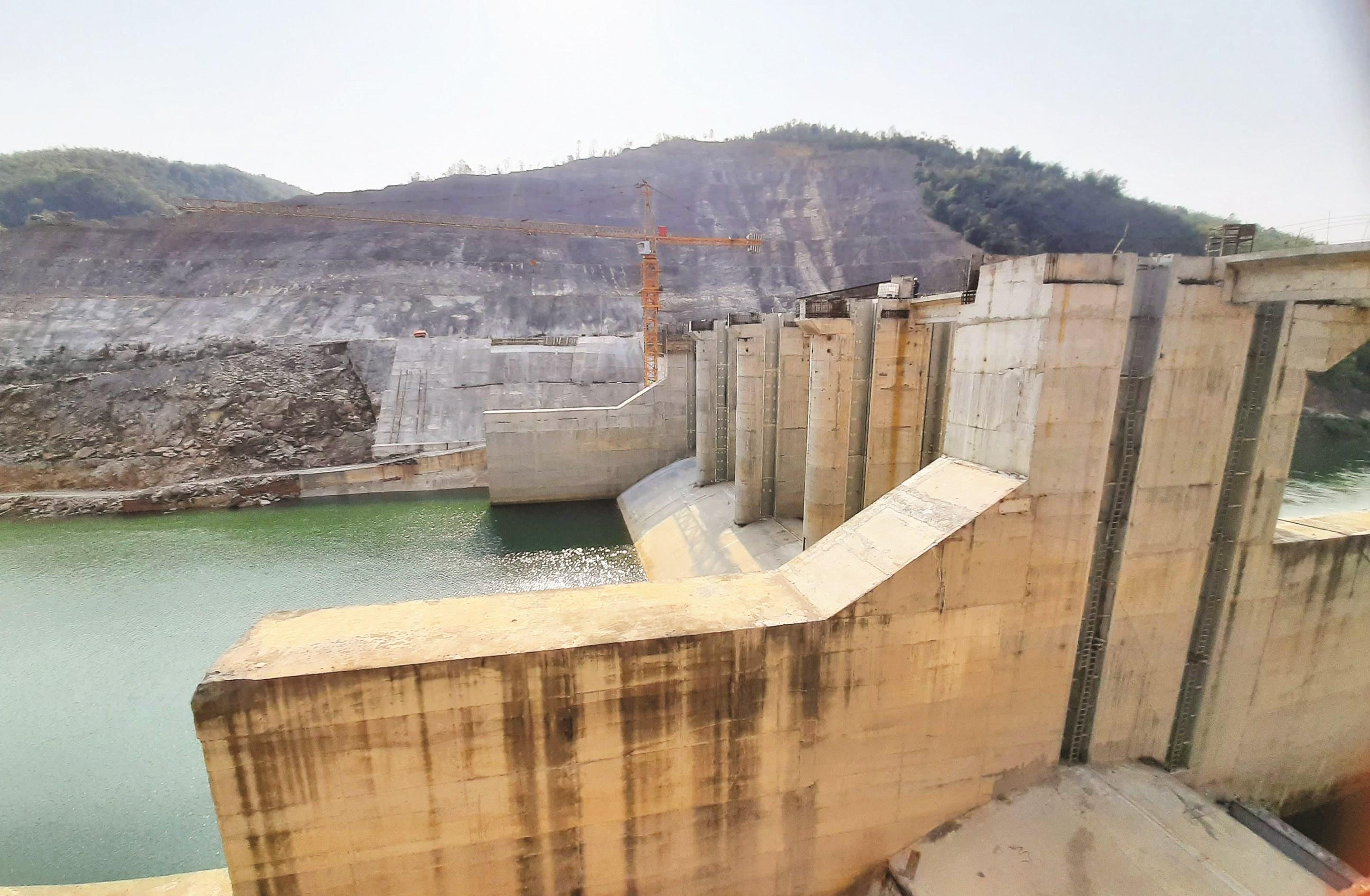 Thủy điện Hồi Xuân tại Quan Hóa là một trong những dự án ở các huyện miền núi vẫn chưa phát huy hiệu quả sau nhiều năm chậm tiến độ