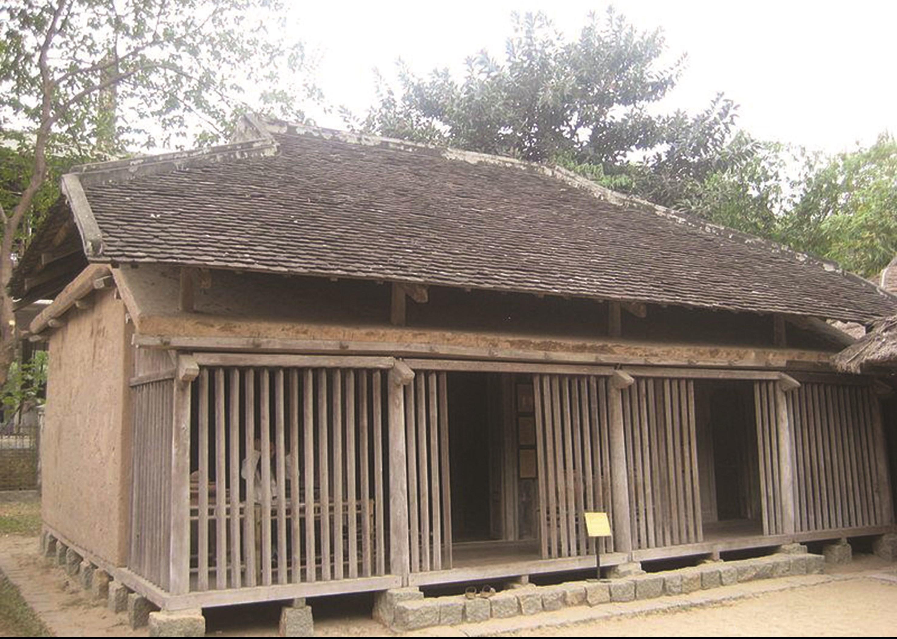 Một căn nhà cổ của người Chăm tại Bảo tàng Dân tộc học Việt Nam