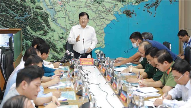Phó Thủ tướng Trịnh Đình Dũng, Trưởng Ban chỉ đạo Trung ương về phòng, chống thiên tai phát biểu chỉ đạo. Ảnh: Vũ Sinh/TTXVN