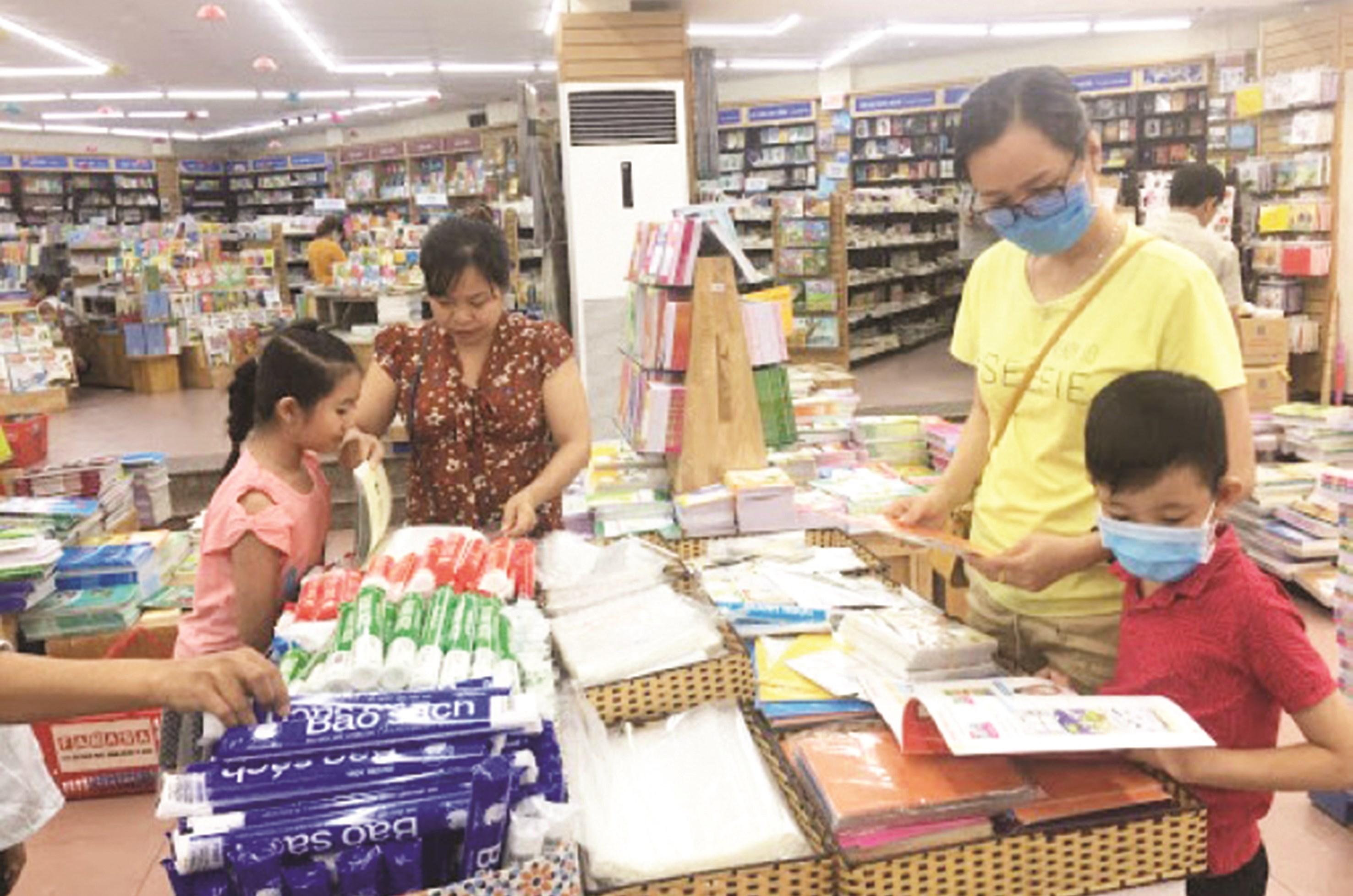 Phụ huynh có quyền lựa chọn sách và nơi bán sách cho con