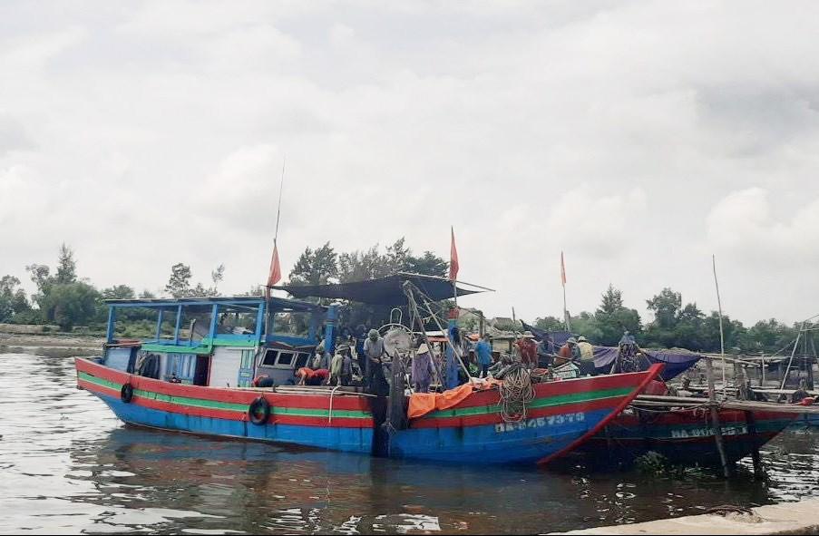 Nhiều tàu thuyền ở Nghệ An đã về bờ tránh bão