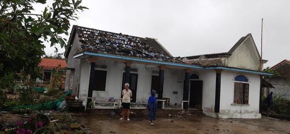 Nhà dân bị tốc mái ở xã Điền Hòa, huyện Phong Điền, Thừa Thiên Huế