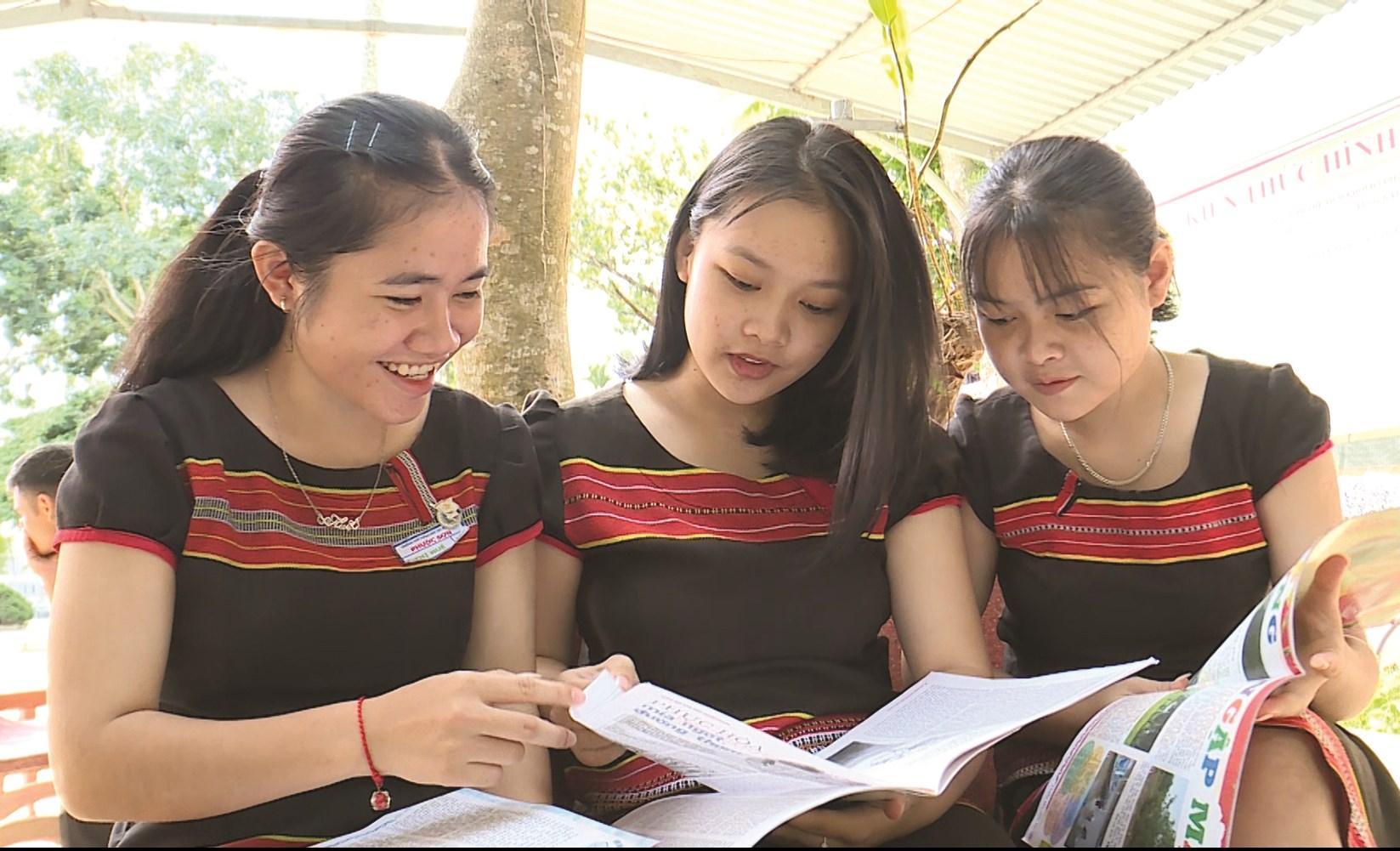 Học sinh Trường PTDTNT huyện Phước Sơn bước vào năm học mới