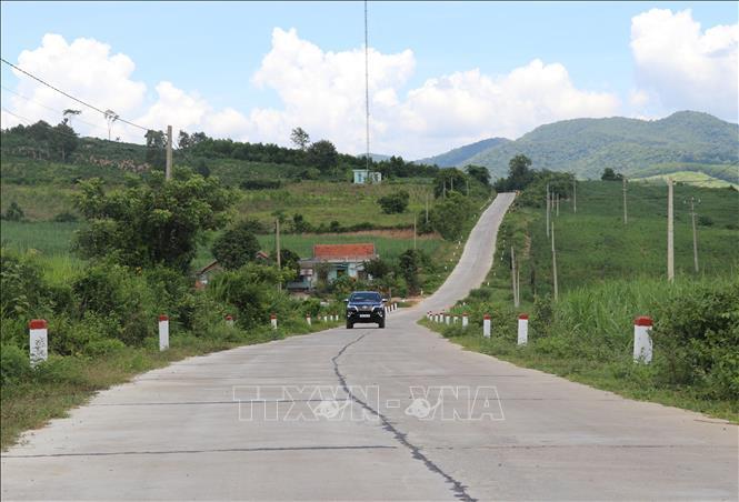 Tuyến đường giao thông từ Quốc lộ 19C về đến trung tâm xã Cà Lúi có chiều dài 12km sẽ là động lực để phát triển kinh tế xã hội xã đặc biệt khó khăn này.