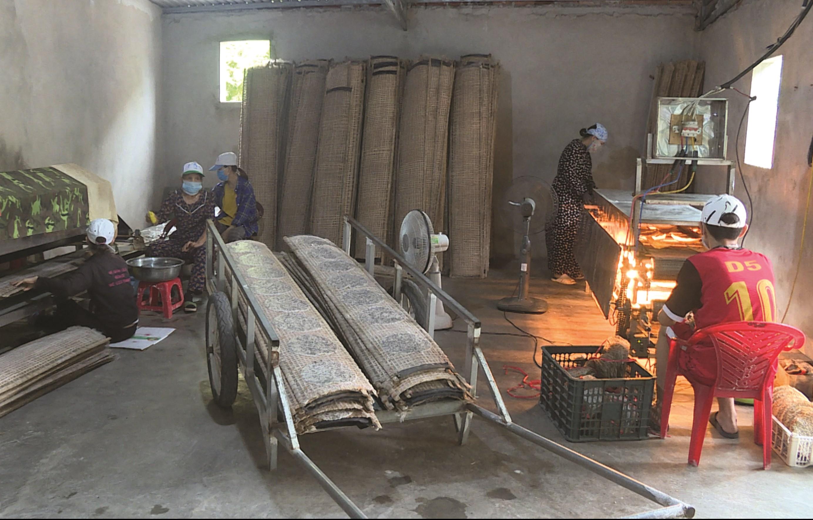 Cơ sở sản xuất bánh tráng Ánh - Tuất mỗi ngày cho ra lò từ 4.000-4.500 bánh tráng thành phẩm