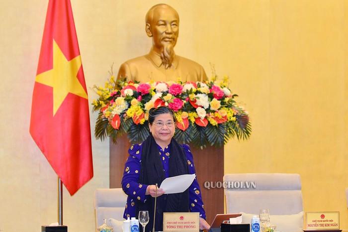 Phó Chủ tịch Thường trực Quốc hội Tòng Thị Phóng phát biểu bế mạc Phiên họp.