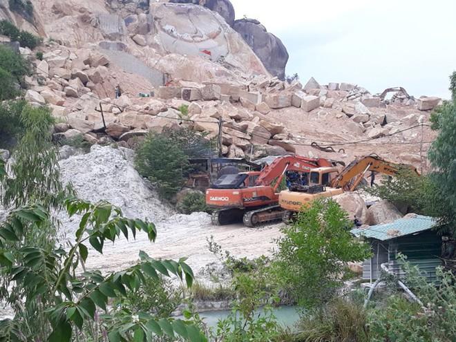 Hoạt động khai thác đá trái phép tại phía đông núi Hòn Chà
