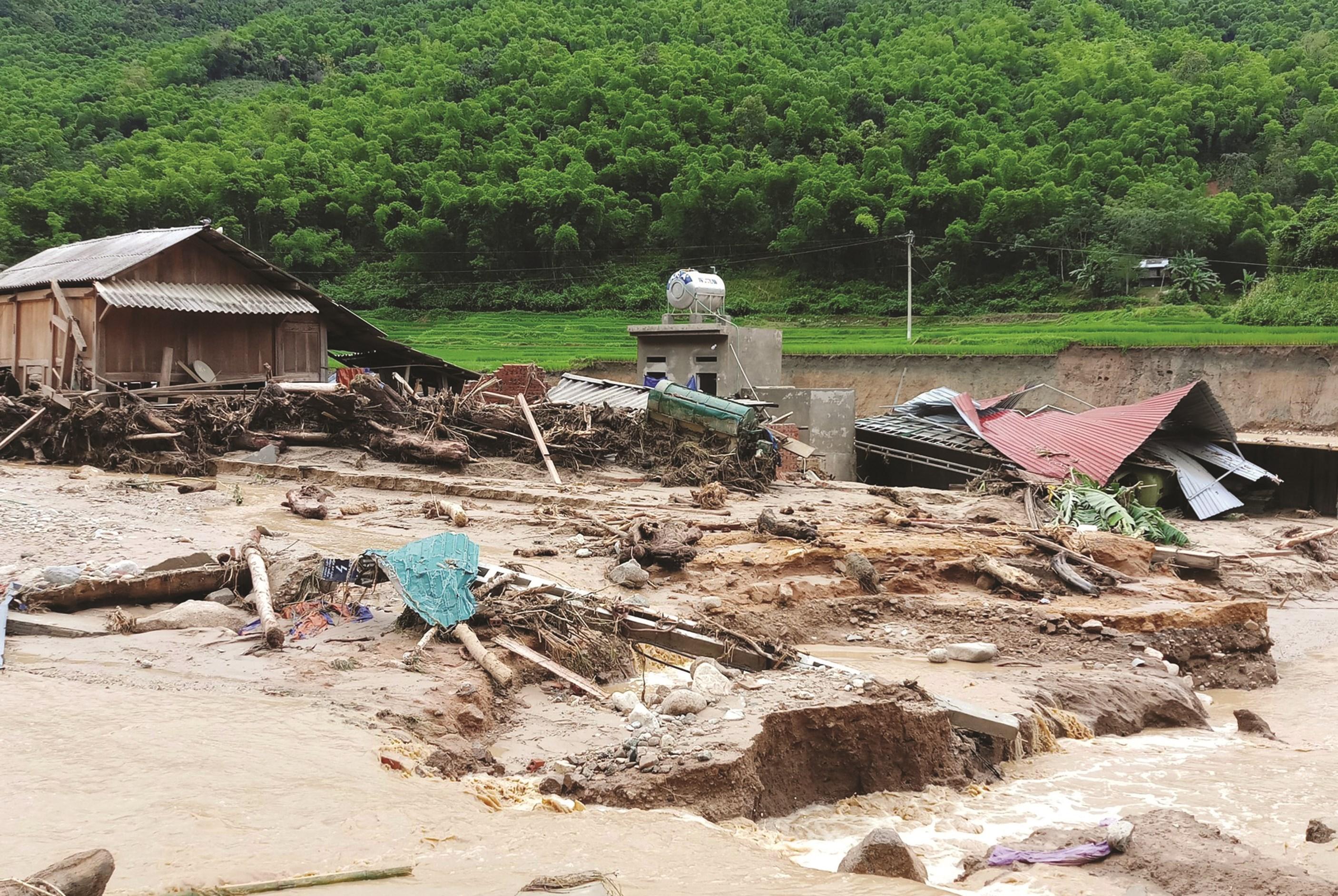 Mỗi năm, mưa lũ, thiên tai lại gây nhiều thiệt hại cho đồng bào vùng DTTS và miền núi. (Ảnh tư liệu)
