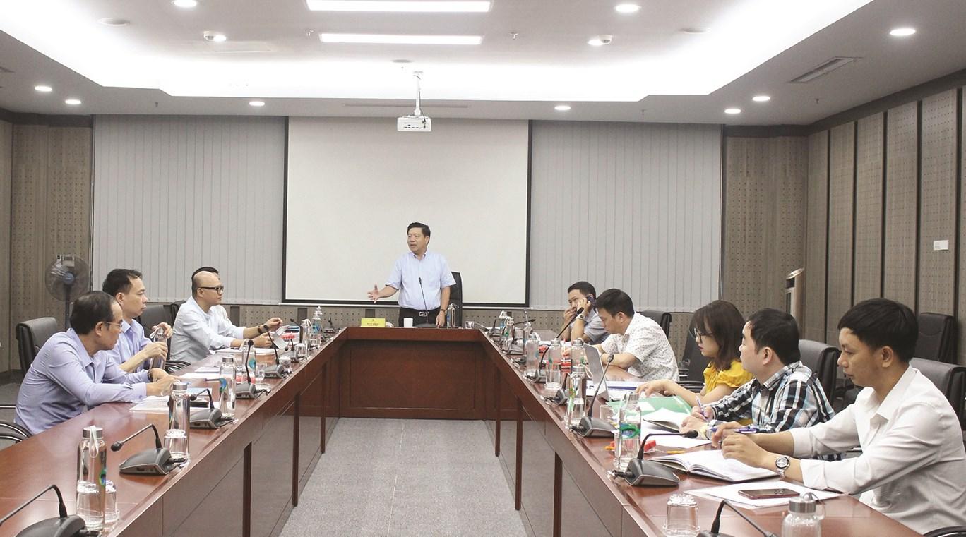 TS. Lê Sơn Hải, Thứ trưởng, Phó Chủ nhiệm, Chủ tịch Hội đồng KH&CN UBDT chủ trì buổi họp.