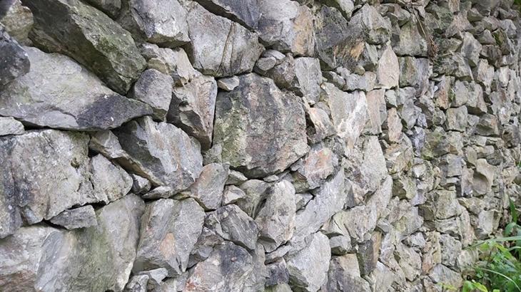 Bờ rào đá ở thôn Ca Ha, xã Giàng Chu Phìn, huyện Mèo Vạc (Hà Giang). Ảnh: Nguyễn Chiến/TTXVN