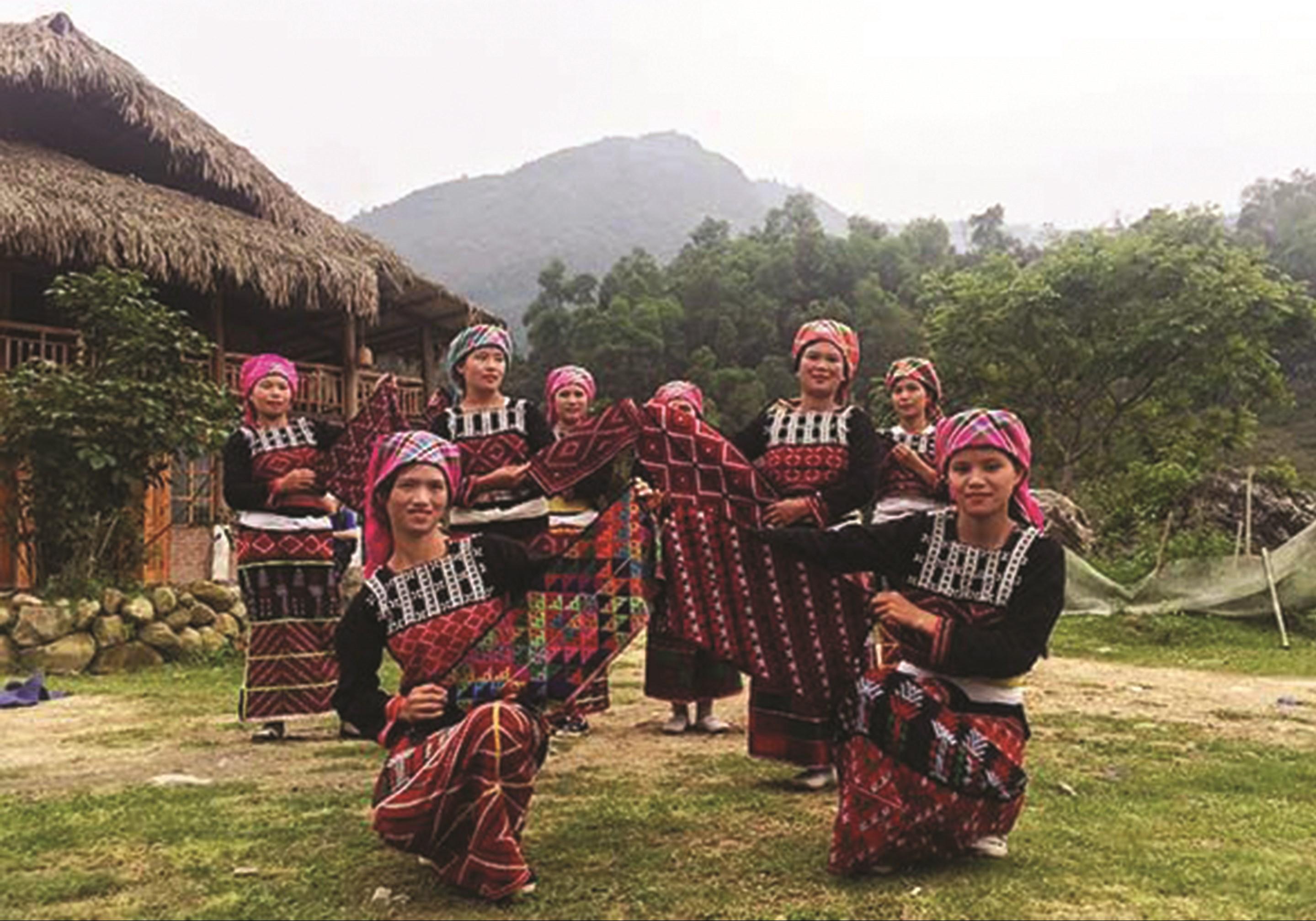 Đội văn nghệ truyền thống thôn Nậm Sang. (Ảnh tư liệu)