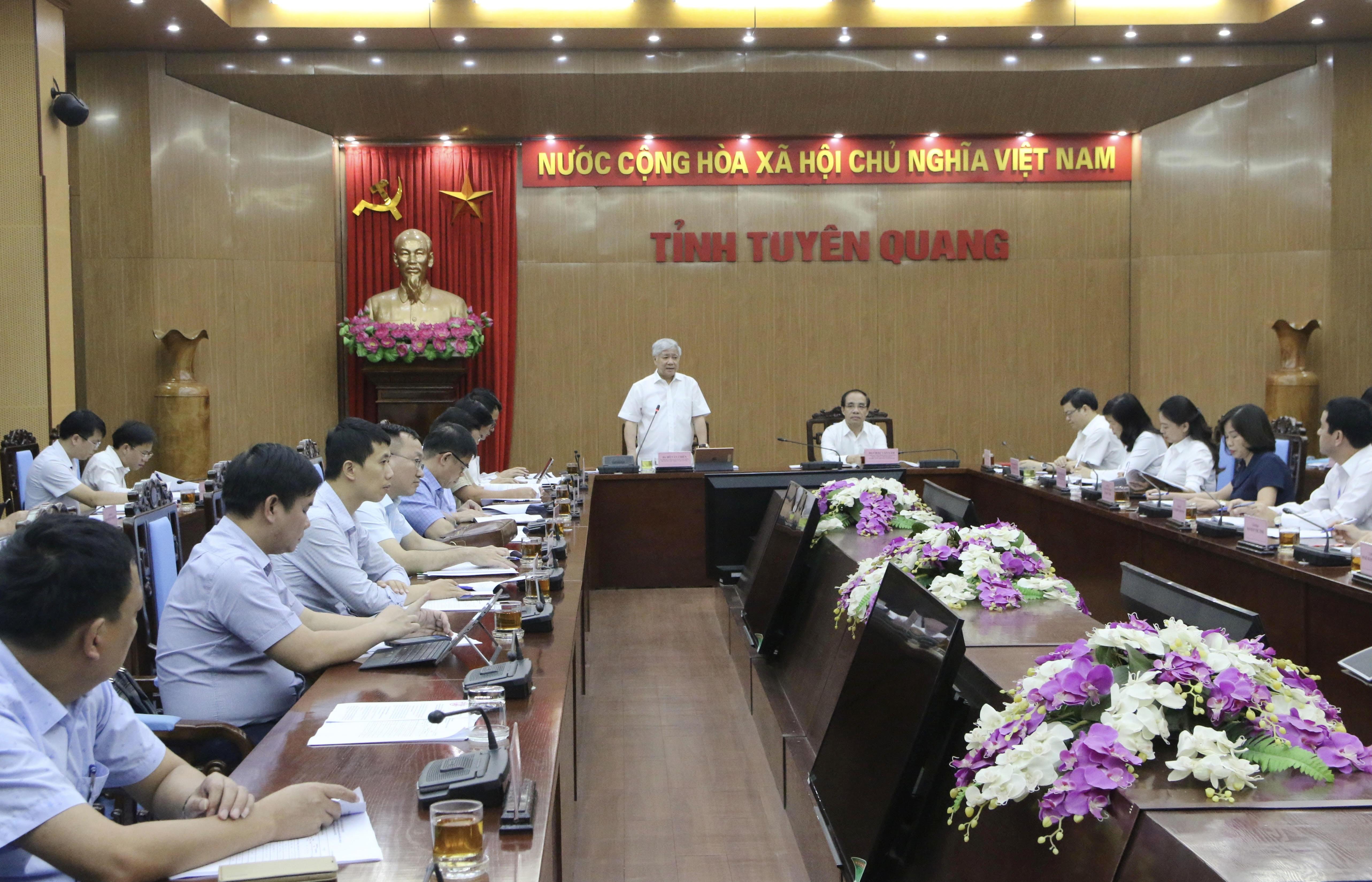 Bộ trưởng, Chủ nhiệm UBDT Đỗ Văn Chiến phát biểu tại buổi làm việc