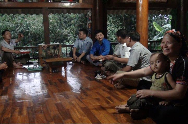 Một buổi tuyên truyền, vận động bà con tham gia lớp học của Đoàn Thanh niên xã Tân Lĩnh.