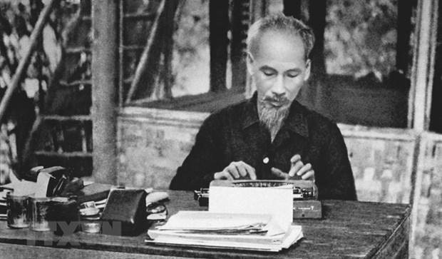 Chủ tịch Hồ Chí Minh làm việc tại chiến khu Việt Bắc trong thời kỳ kháng chiến chống Pháp. Ảnh: Tư liệu TTXVN