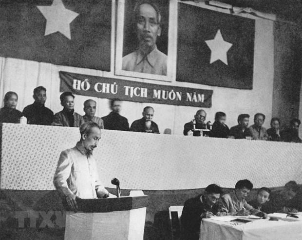 Chủ tịch Hồ Chí Minh đọc báo cáo tại kỳ họp thứ III, Quốc hội khóa I nước Việt Nam Dân chủ Cộng hòa, thông qua Luật Cải cách ruộng đất (12/1953). Ảnh: Tư liệu/TTXVN