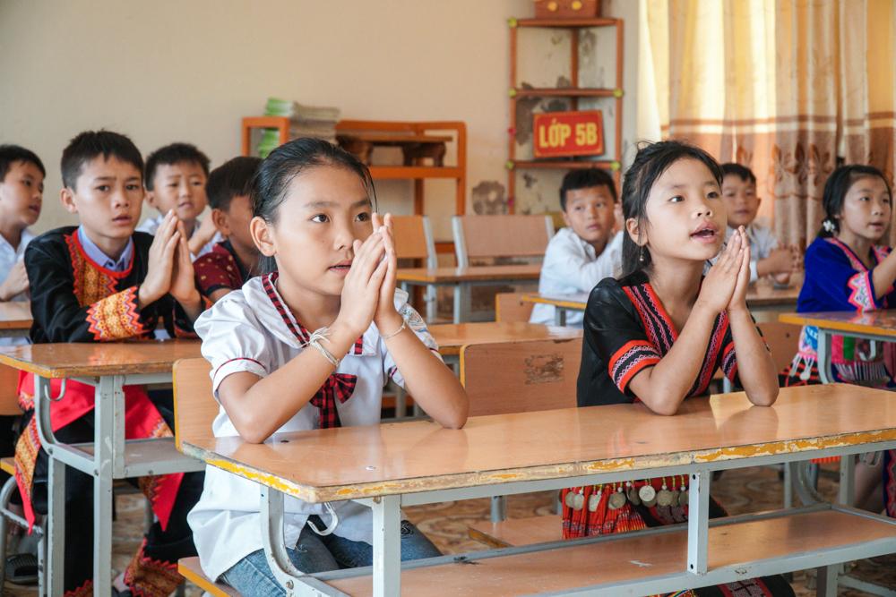Đối với học sinh lớp 5, các em đã quen với trường và bạn bè, nên ngay lập tức bước vào nề nếp, quy tắc lớp học