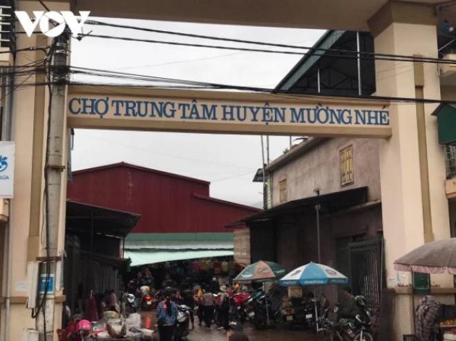 Điện Biên vẫn là tỉnh nghèo, kinh tế chậm phát triển. Trong ảnh là chợ trung tâm huyện Mường Nhé, tỉnh Điện Biên.