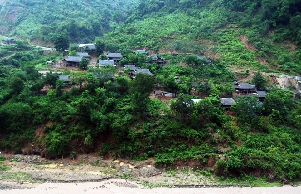Một góc xã Mương Ải, huyện Kỳ Sơn: Nơi thường xuyên chịu ảnh hưởng do sạt lở đất, lũ quét